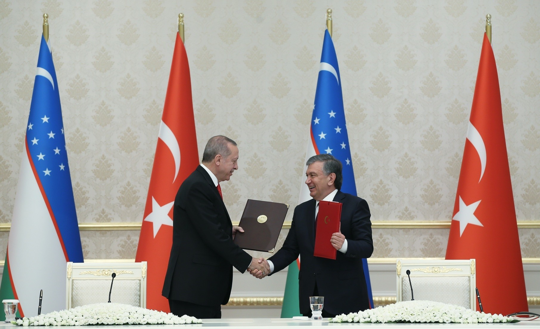 President Erdogan (L) and Uzbekistan's President Mirziyoyev shake hands during a signing ceremony of agreements between the two countries following their meeting in Tashkent, Uzbekistan, April 30.
