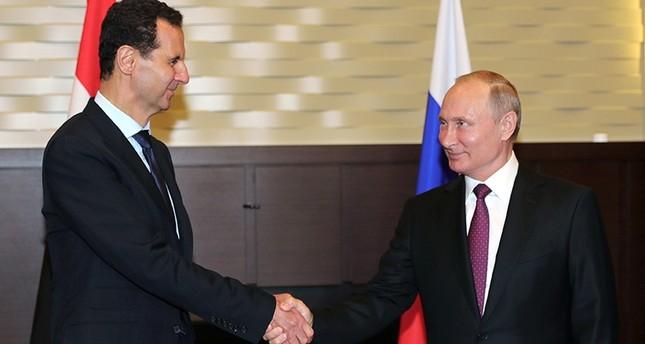 بوتين يلتقي الأسد في سوتشي ويطالب بتفعيل العملية السياسية