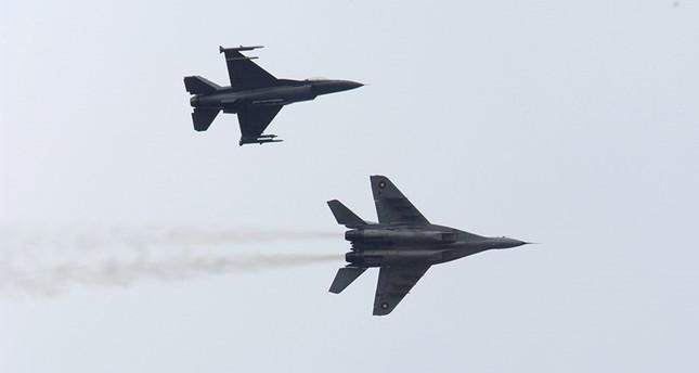 МиГ-29 упал в лес в Подмосковье, пилоты катапультировались