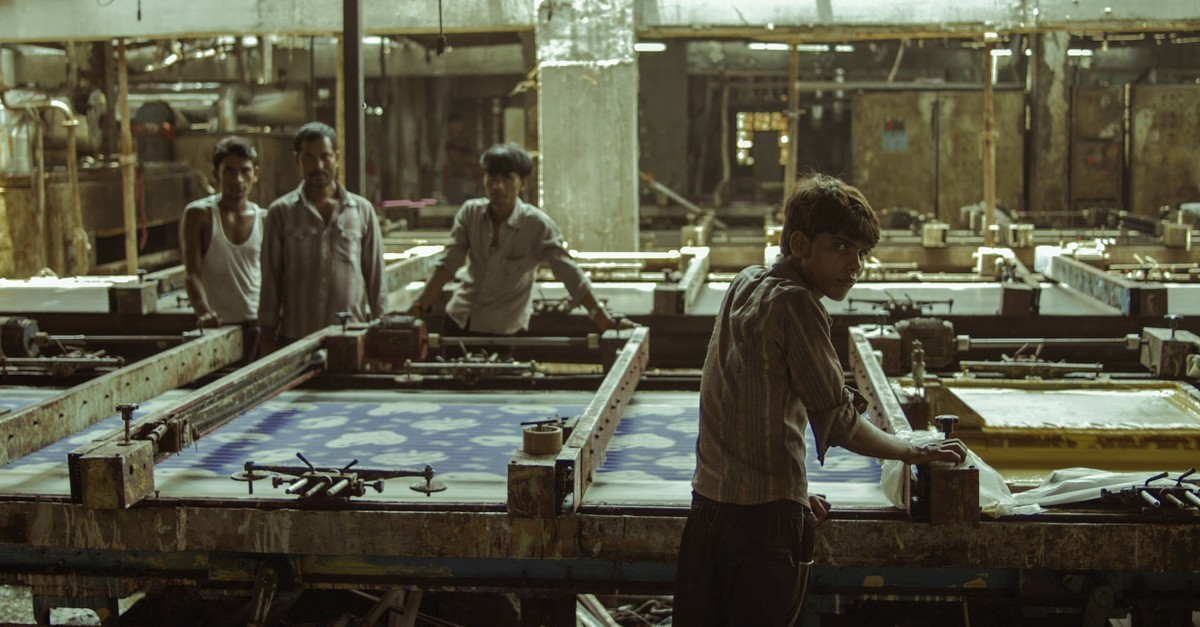 u201cMachinesu201d portrays the heavy working conditions at the textile factories in the Indian state of Gujarat.