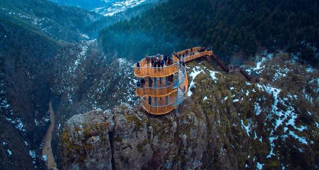 افتتاح شرفة مطلة على أخدود فاللا التركي ثاني أعمق أخدود في العالم