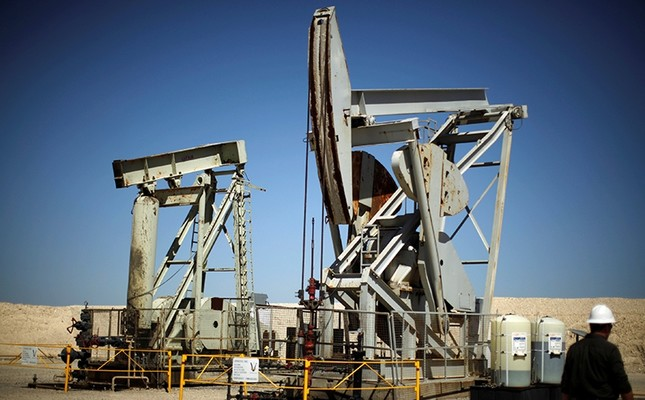 Pump jacks drill for oil in the Monterey Shale, Calif., U.S., April 29, 2013. (Reuters Photo)