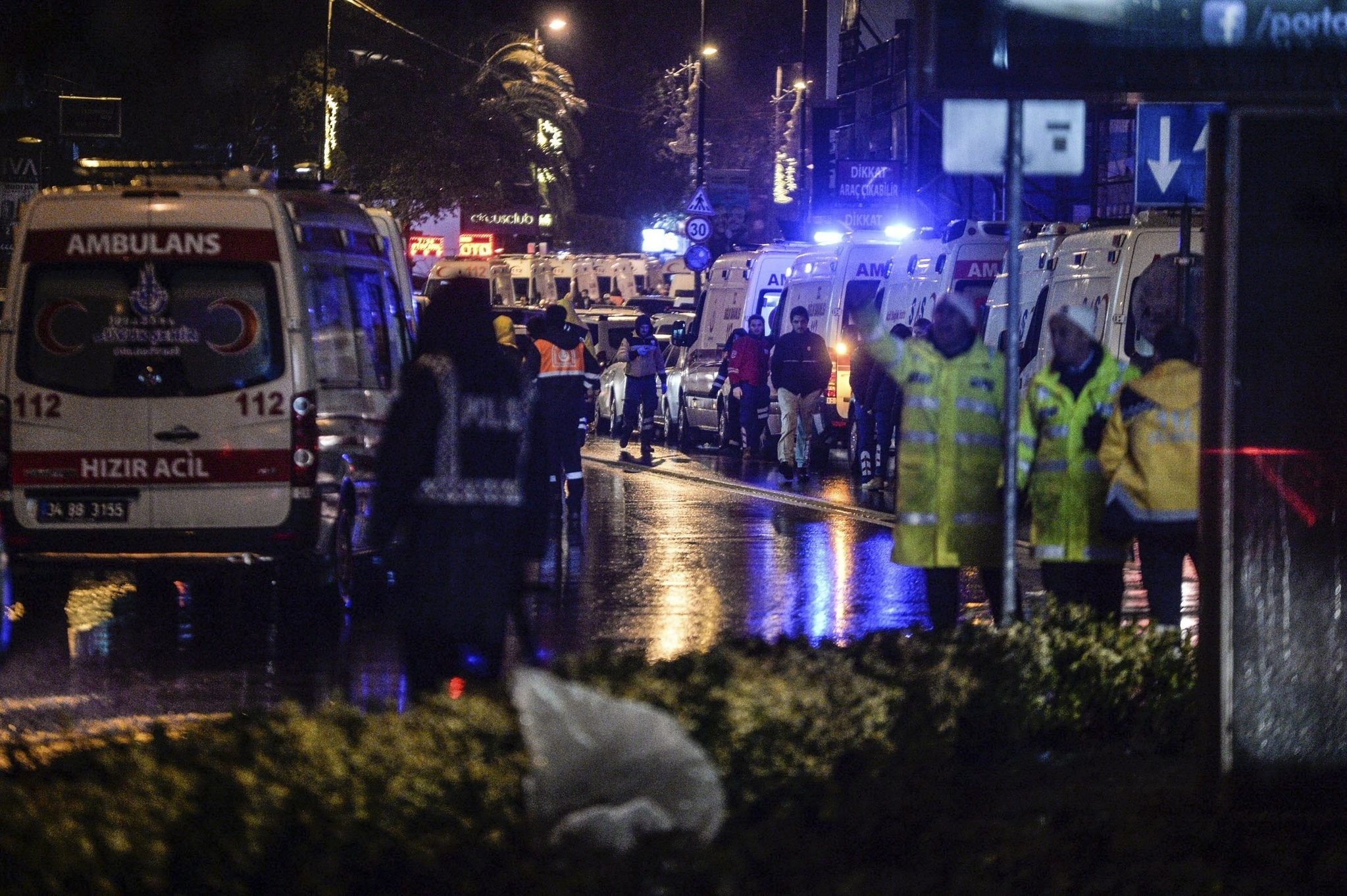 Turkish police officers and medics stand at the site of an armed attack January 1, 2017 in Istanbul. (IHA Photo)