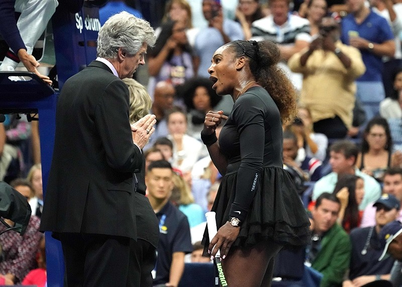Serena Williams of the United States argues with referee Brian Earley during her Women's Singles finals match against Naomi Osaka of Japan at the 2018 US Open at the USTA Billie Jean King National Tennis Center in New York, Sept. 8, 2018. (AFP Photo)