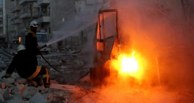 من آثار القصف على إدلب مؤخرا (الأناضول)