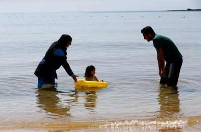 Turkey's Muslim-friendly resorts offer tourists modest holidays