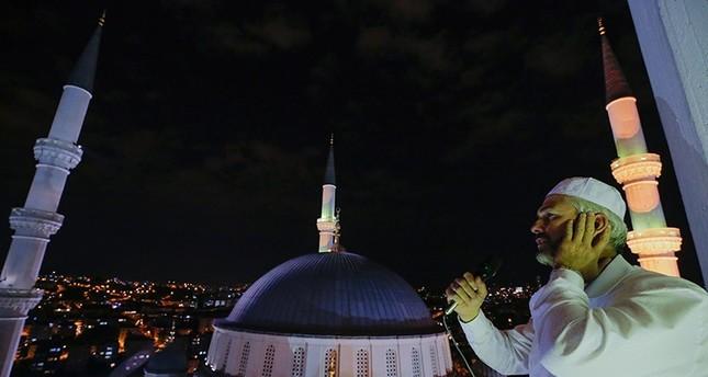 مآذن تركيا تصدح بالصلوات على النبي والدعاء للشهداء في ذكرى إفشال الانقلاب