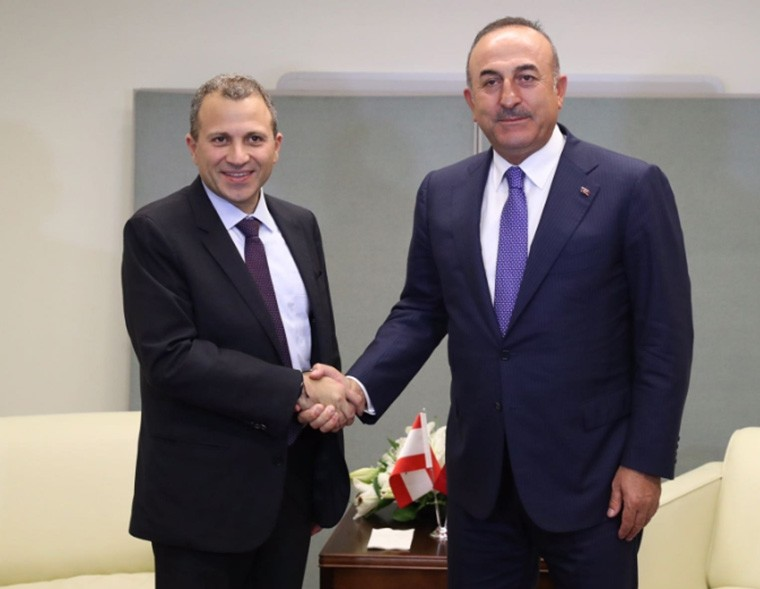 Photo posted on Sept. 20, 2017 on Twitter by @mevlutcavusoglu shows the Foreign Minister Mevlu00fct u00c7avuu015fou011flu (R) shaking hands with Lebanese counterpart Gebran Bassil in New York.