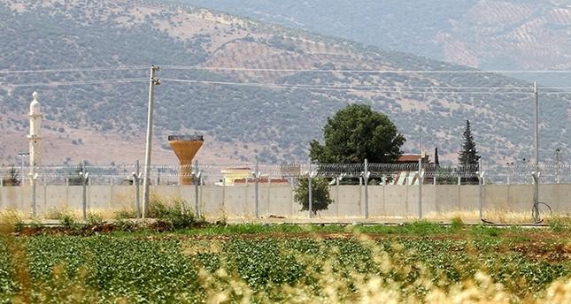 تركيا مستمرة في تعزيز إجراءاتها الأمنية على الحدود مع سوريا