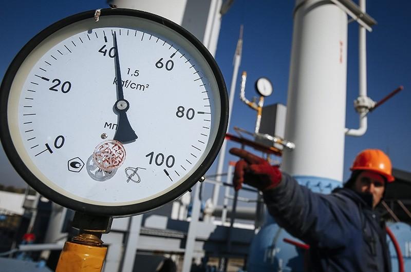 A gas pressure-gauge of the gas-compressor station in Mryn village, about 130 km of Kiev, Ukraine, Oct. 15, 2015. (EPA Photo)