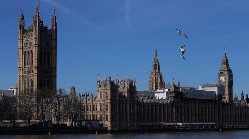 Britain's Houses of Parliament, comprising the House of Commons and the House of Lords, are pictured from accross the River Thames in London on March 13, 2017. (AFP Photo)