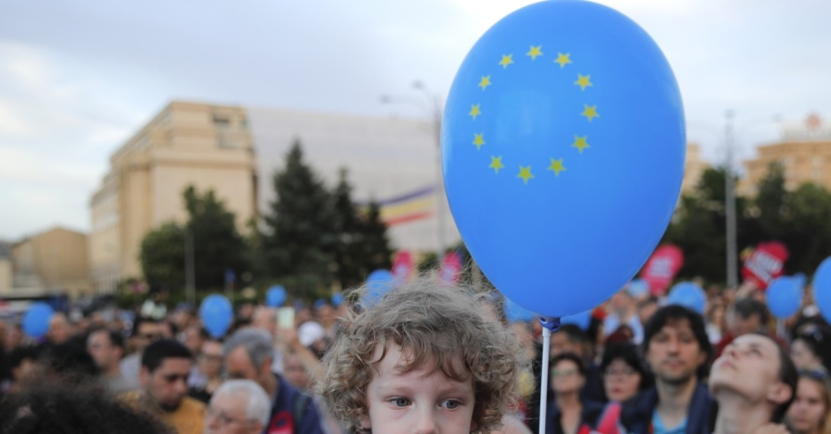 A child holds a balloon depicting the European Union flag, Bucharest, May 19, 2019.