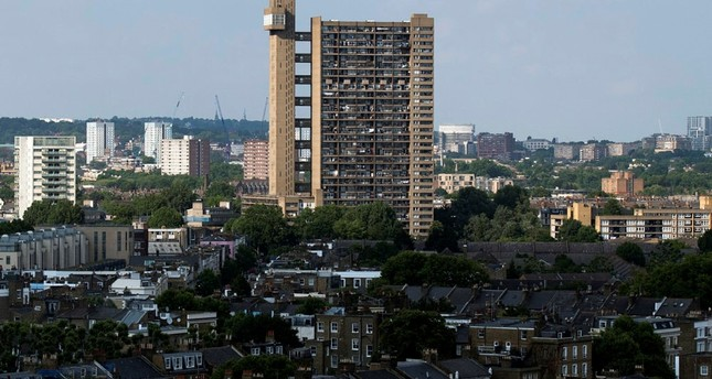 Death toll likely to rise in London Grenfell tower block fire: police