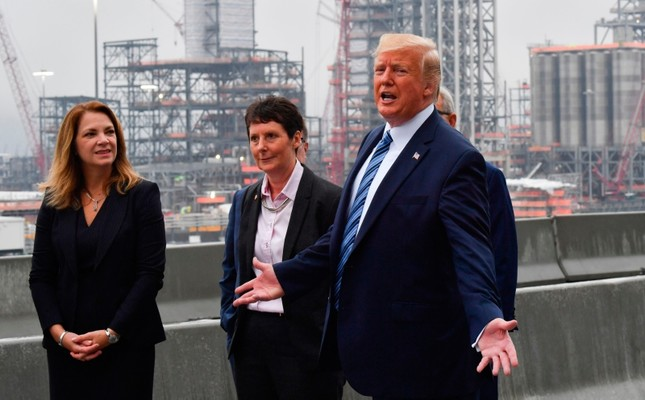 US President Donald Trump tours the Shell Pennsylvania Petrochemicals Complex in Monaca, Pennsylvania, on August 13, 2019. (AFP Photo)