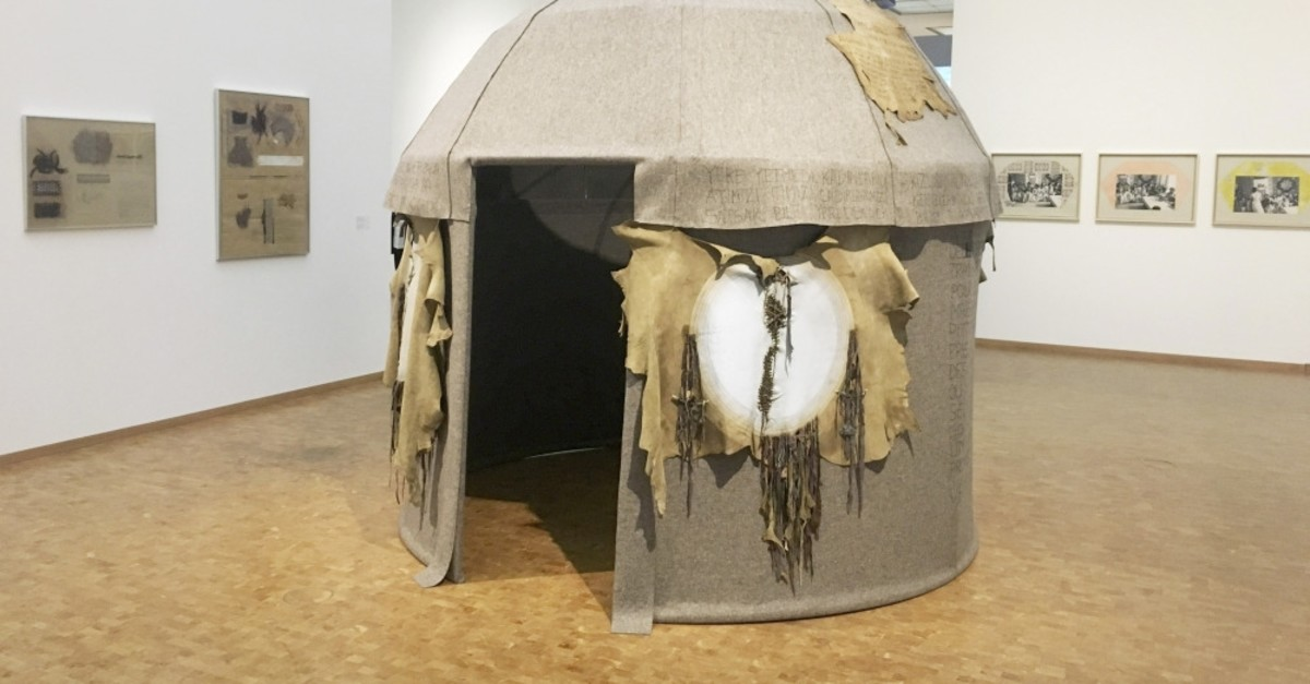u201cToprak Evu201d (Clay House) (1974) is a portable tent used by nomads in Turkey. The artist refers to the homeland with this work.