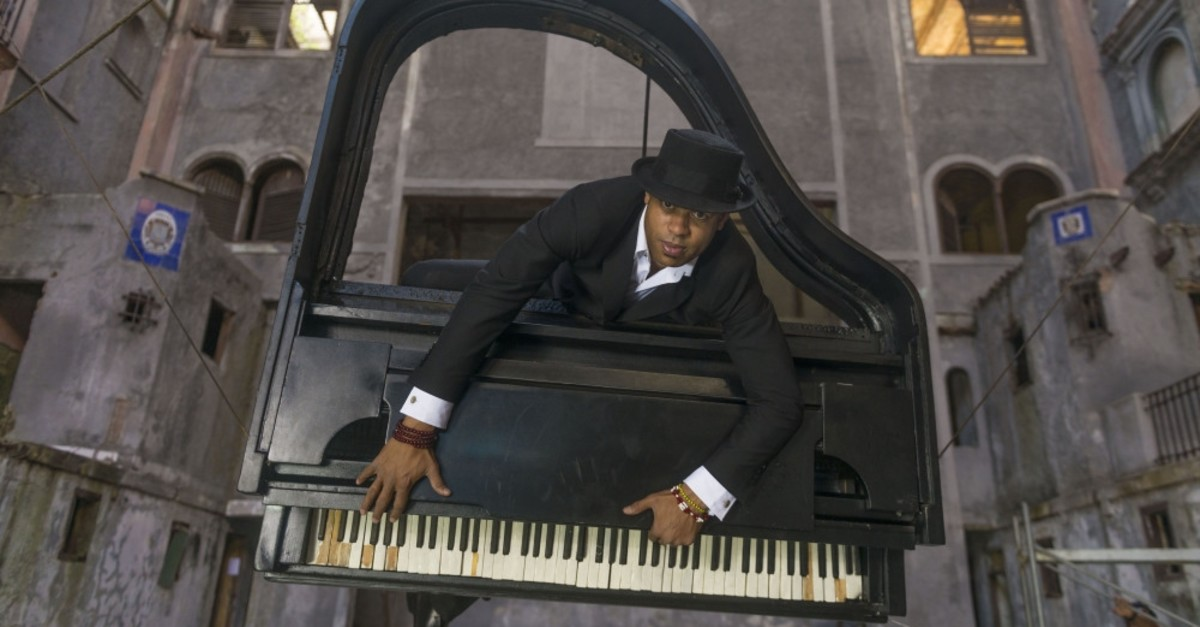 Having made his debut at the Havana International Jazz Festival in 1990 at the age of 15, Fonseca is one of the rising pianists of his generation.