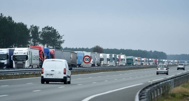 French strikes continue amid fresh truck blockades