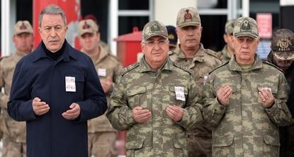 وزير الدفاع التركي يؤكد أن بي كا كا الإرهابية على وشك الانتهاء