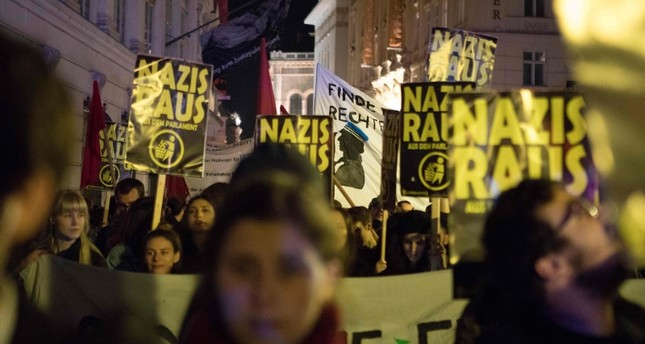 Demonstrators protest against Austria's far-right Freedom Party (FPO) in Vienna on October 15, 2017. (AFP Photo)