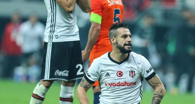 The 0-0 draw helped neither Beşiktaş nor Başakşehir as both failed to close grounds on leaders Galatasaray, who fired blanks against Fenerbahçe.