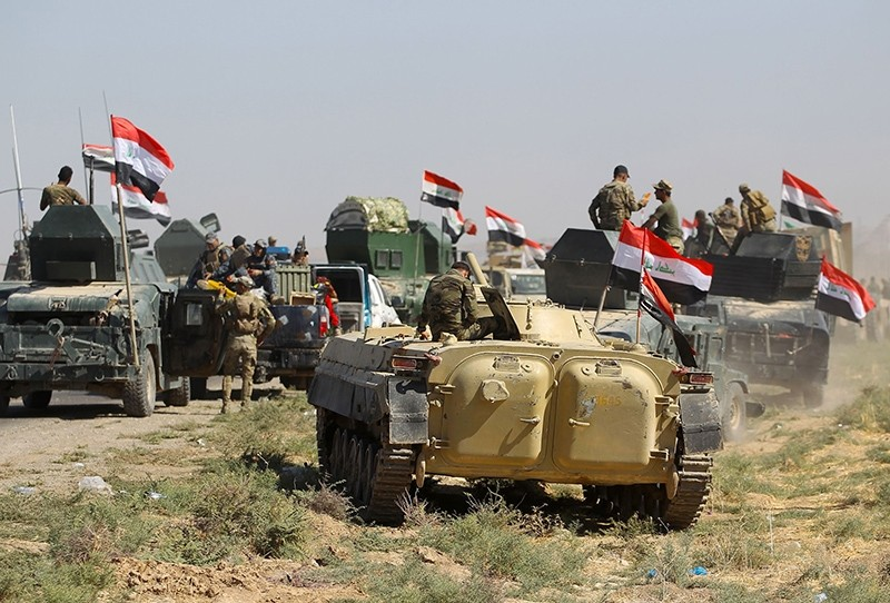 Iraqi forces advance towards the city of Kirkuk during an operation, October 16, 2017 (AFP Photo)