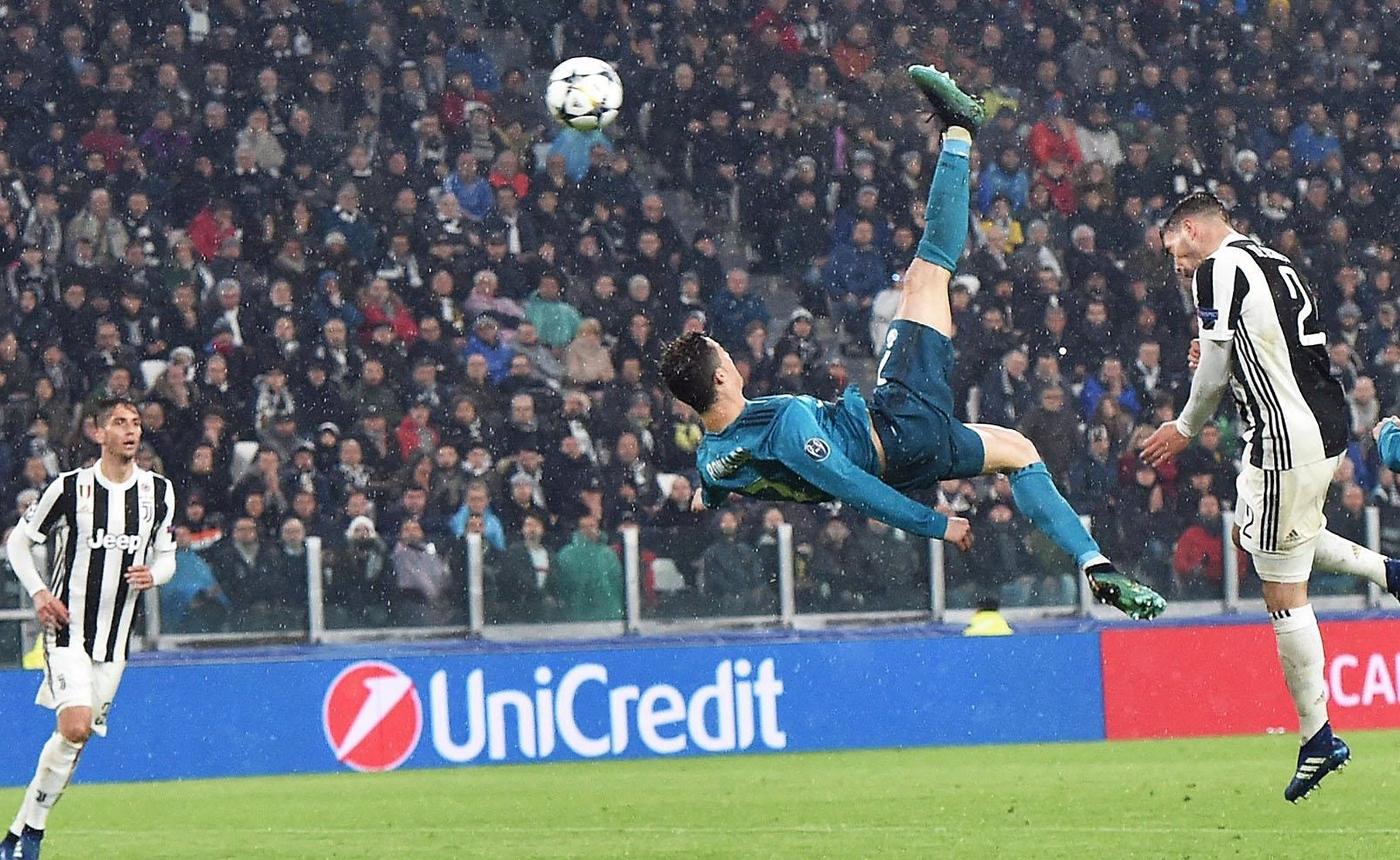 Real Madridu2019s Cristiano Ronaldo (C) scores the 2-0 goal during the UEFA Champions League quarter final first leg match against Juventus at Allianz stadium in Turin, Apr. 3.