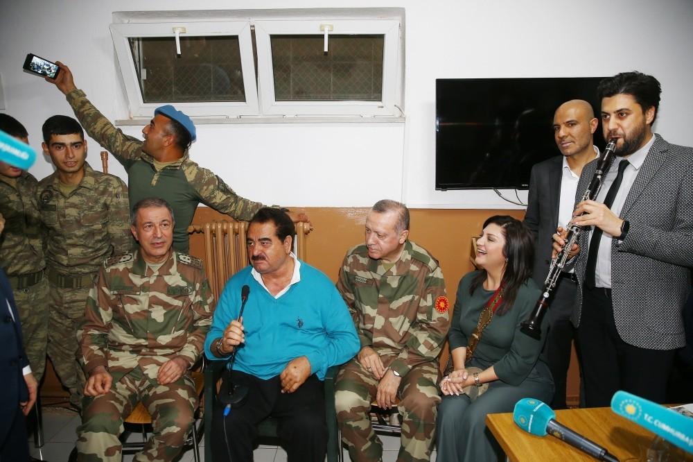 Chief of General Staff Gen. Akar (L), singer u0130brahim Tatlu0131ses (2-L), President Erdou011fan (2-R) and clarinetist Serkan u00c7au011fru0131 (R), sing in a military barrack Hatay, April 1.