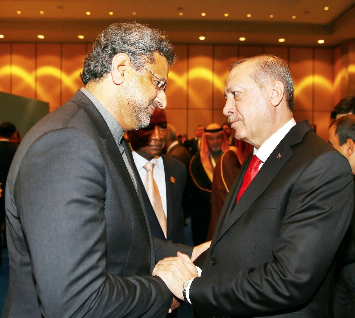 President Recep Tayyip Erdou011fan (R) with Pakistani Prime Minister Shadid Khaqan Abbasi (L) at the Extraordinary Summit of the Organisation of Islamic Cooperation (OIC) on Jerusalem, Istanbul, Dec.13, 2017.