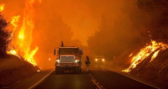 حريق ريدينغ في كاليفورنيا خارج السيطرة: مقتل شخص، وإجلاء سكان