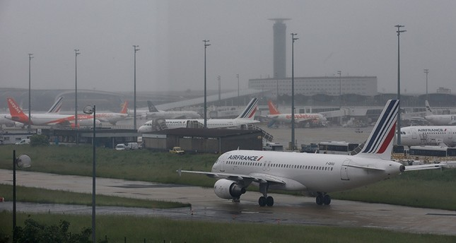 An Air France A320 aircraft is seen on the tarmac at the Charles de Gaulle International Airport in Roissy, near Paris, France, May 31, 2016 (Reuters)