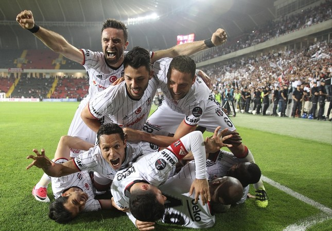 Beşiktaş players celebrate winning the Super League championship after a match against Gaziantepspor on May 28.