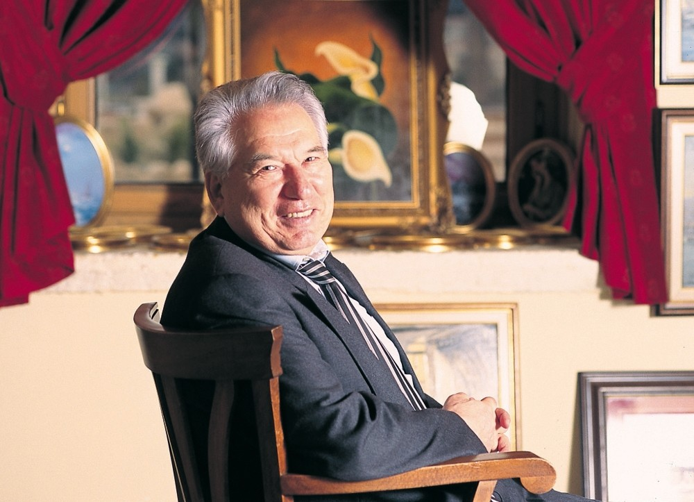 Chingiz Aitmatov, among his fellow Kyrgyz authors, is outstanding thanks to the beauty of the nostalgic country he portrays in his stories and novels and his magical realist style.