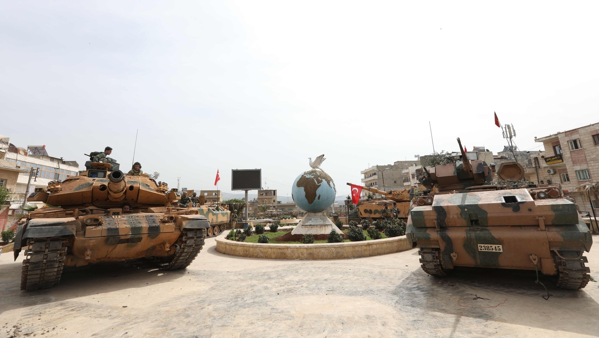 Turkish soldiers gather in the city of Afrin in northwestern Syria after liberating it from the PKK-affiliated terrorist group, the YPG, March 18. (AFP Photo)