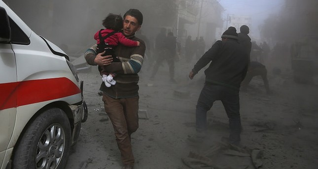 Syrian civilians flee from reported regime air strikes in the rebel-held town of Saqba, in the besieged Eastern Ghouta region on the outskirts of the capital Damascus, on February 8, 2018. (AFP Photo)