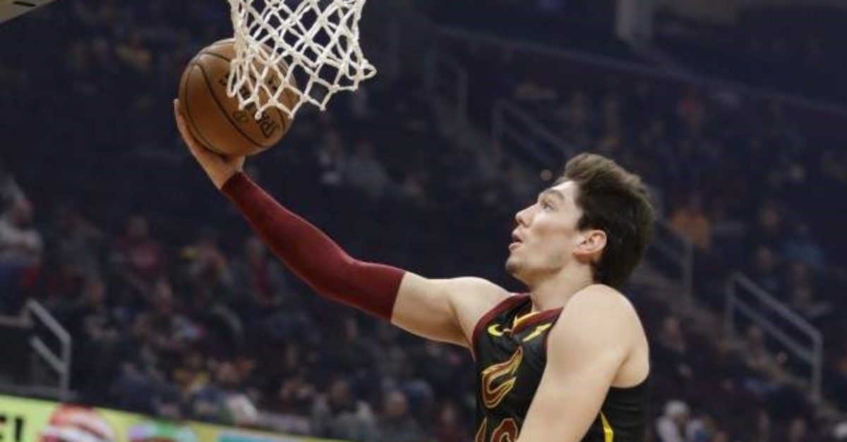 Cavaliers' Cedi Osman drives to the basket against the Hornets in Cleveland, Dec. 18, 2019. (AP Photo)