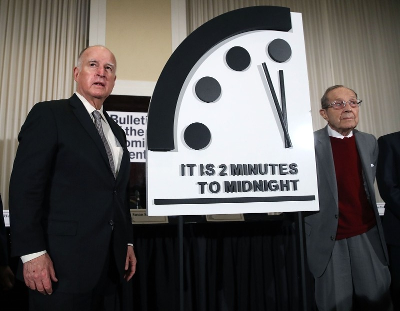 Former California Governor Jerry Brown, (L) and former U.S. Secretary of Defense William Perry unveil the Doomsday Clock during The Bulletin of the Atomic Scientists news conference, on Jan. 24, 2019. (AFP Photo)