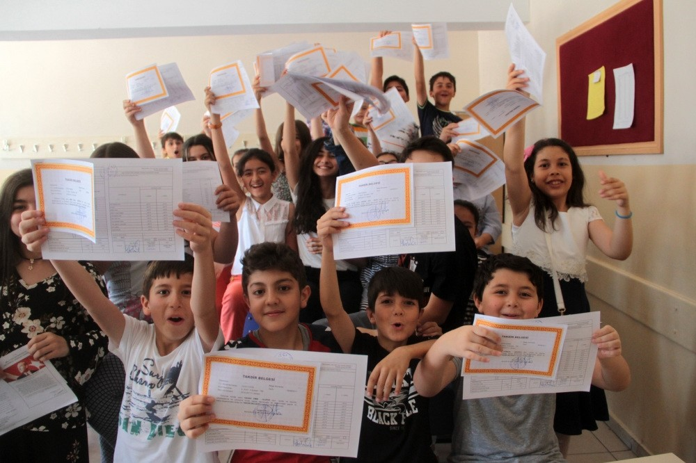 Young students at a school in the eastern city of Elazu0131u011f show their report cards.