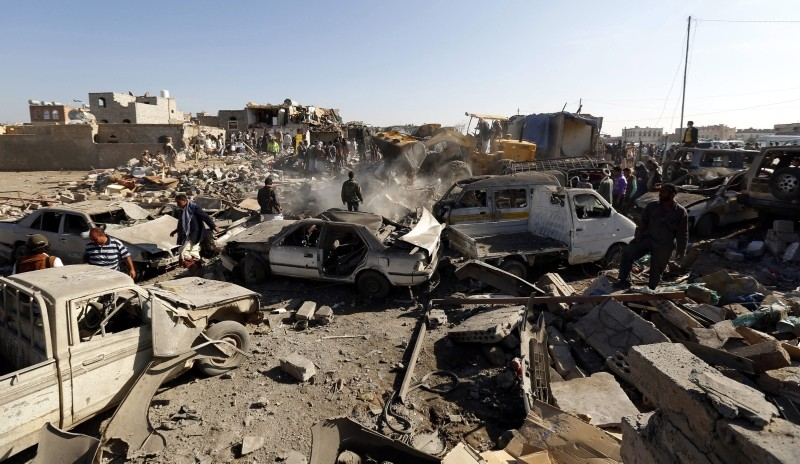 emenis search for survivors under the rubble of houses that were destroyed by a coalition air strike, in Sana'a, Yemen 26 March 2015. (EPA Photo)