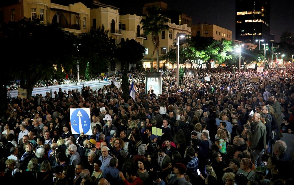 Israelis take part in a demonstration under the name ,March of Shame, to protest against government corruption and Prime Minister Benjamin Netanyahu in Tel Aviv, Israel, Dec. 2, 2017. (AFP Photo)