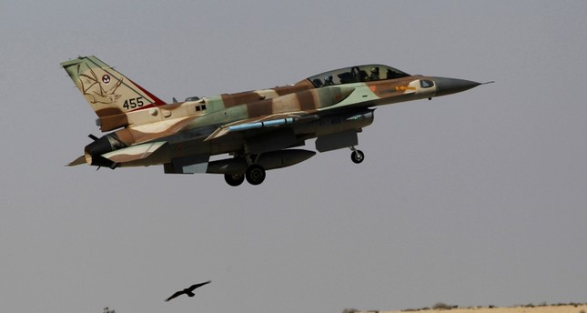 An Israeli F-16 fighter jet takes off from Ramon air base in southern Israel during routine training, Oct. 21, 2013 (Reuters Photo)