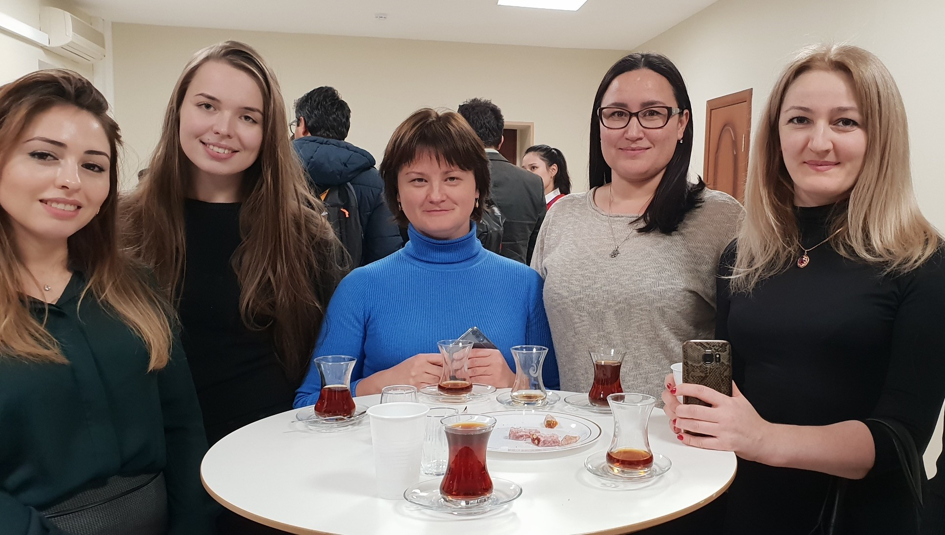 Participants of the Yunus Emre Institute (YEE) in Moscow enjoy learning Turkish language and culture.