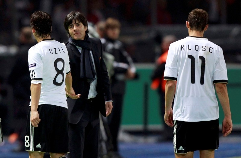 Germanyu2019s coach Joachim Loew looks at Mesut u00d6zil and Miroslav Klose after the Euro 2012 qualifying soccer match against Turkey at the Olympic Stadium in Berlin October 8, 2010. (Reuters Photo)