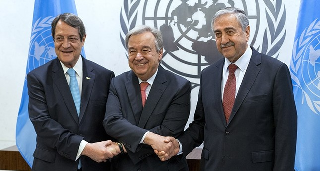 U.N. Secretary-General Antonio Guterres (center), shakes hands with Turkish Cypriot President Mustafa Akıncı (right) and Greek Cypriot leader Nicos Anastasiades, left, at the UN headquarters Sunday, June 4, 2017 (AP Photo)