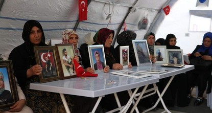 European Turks show solidarity with Kurdish mothers protesting PKK