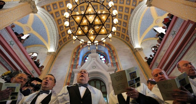 Turkish Jews attend a gathering in Great Synagogue in northwestern Edirne province (Reuters Photo)