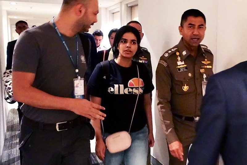 Handout picture from Thai Immigration Bureau on Jan. 7, 2019, shows Rahaf Mohammed Alqanun (2nd-L) being escorted by Thai immigration officer and UNHCR officials at the Suvarnabhumi international airport in Bangkok. (via AFP)