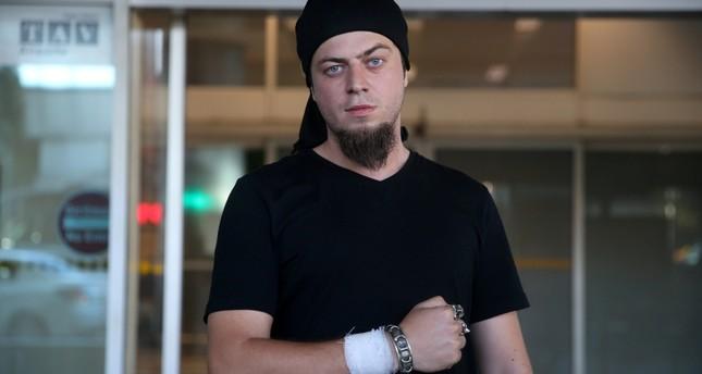 ساحر تركي يعودلإسطنبول بعد إتمام علاجه بمصر من لدغة أفعى