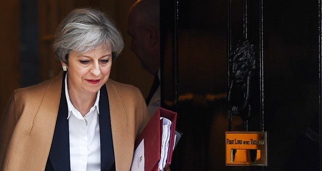 British Prime Minister Theresa May departs 10 Downing Street in central London, Britain, 29 March 2017. (EPA Photo)