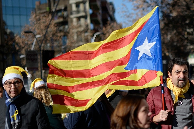 A man walks with a Catalan pro-independence 'Estelada' flag  after a demonstration to support Catalan political prisoners (AFP Photo)