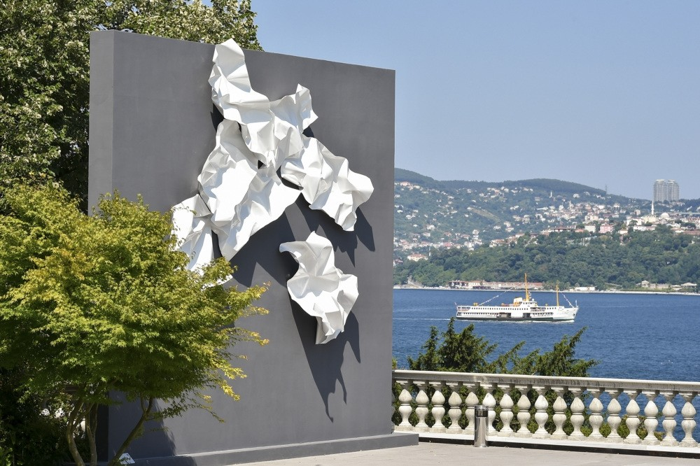 Produced by Seyhun Topuz, the sculpture was influenced by the work u201cBirds u2013 Abstract Composition,u201d by late artist Kuzgun Acar.